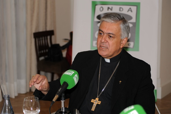 JG EL OBISPO EN DESAYUNOS DEL MENCEY JUNTO AL DIRECTOR DEL MENCEY 9-4-2012 (1).JPG