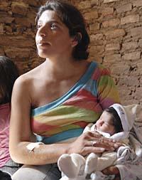 """Elena y su hija Alma. """"A la beba la sacaron del quirófano apenas había salido de mi panza"""""""