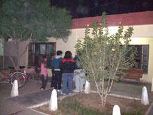 Familiares haciendo la denuncia de la apropiación en la Comisaría 35 de Fernandez, Santiago del Estero, Argentina