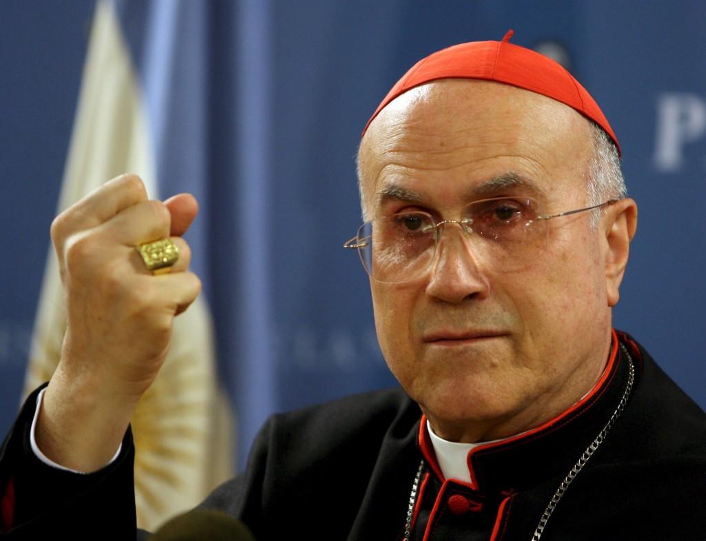 Cardenal Tarcisio Bertone encubre abusos en Noruega
