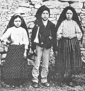 Jacinta, Francisco y Lucía pastores a los cuales se le apareció la Virgen de Fátima y les dió mensajes secretos