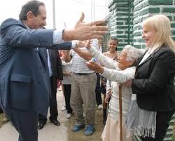 Abrazo con una mujer que cumplió 102 años